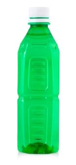 Plastikflasche trinkwasser isoliert auf weißem hintergrund