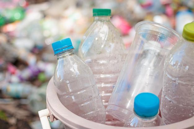 Plastikflaschenabfall für die wiederverwertung der konzeptwiederverwendung
