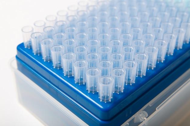 Plastikspitzen der wissenschaftstestpipette