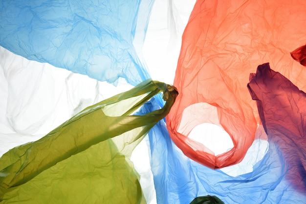Plastiktüten in gebrauchten und transparenten farben