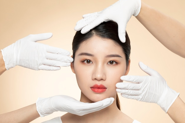 Plastische chirurgie für junge frauen