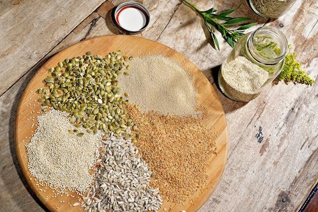 Plato con semillas secas