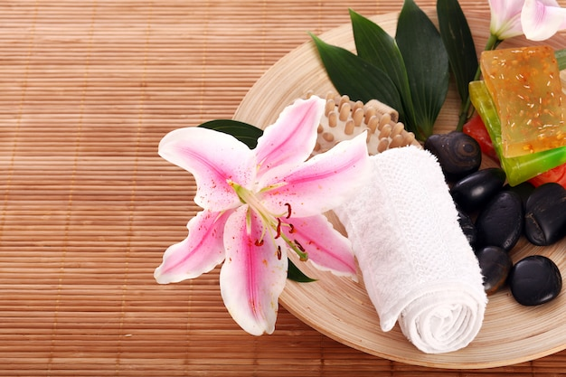 Platte mit etwas inventar für die massage