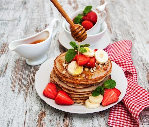 Platte mit pfannkuchen