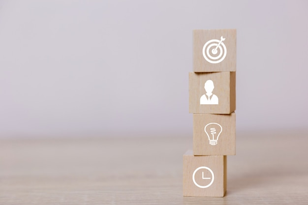Platzieren von holzklötzen servicekonzept des geschäfts zum erfolg unternehmensstrategieplanung zum marktsieg.
