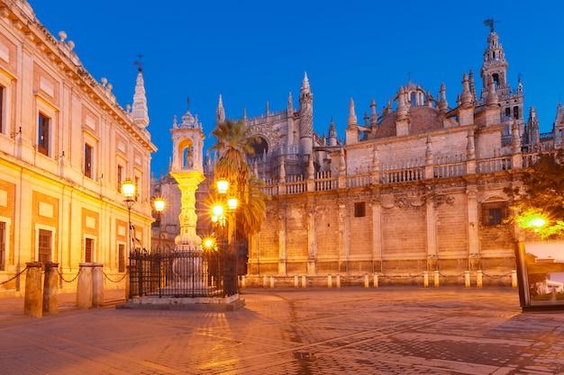 Plaza del triunfo und kathedrale von sevilla, spanien