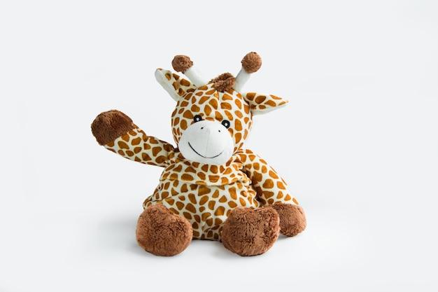 Plüschtier weiß und braune giraffe lokalisiert auf einem weißen hintergrund