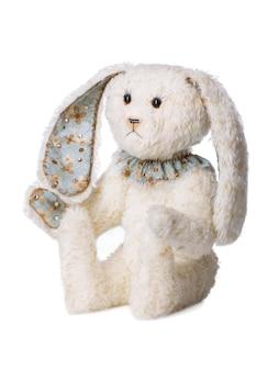 Plüschtier weißes kaninchen isoliert auf weißem hintergrund