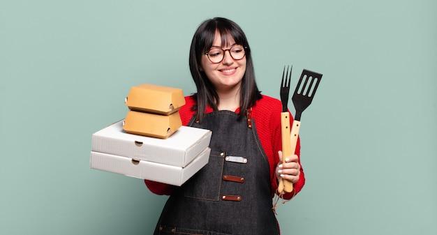 Plus größe hübsche frau liefern kochen, nehmen fast-food-konzept weg
