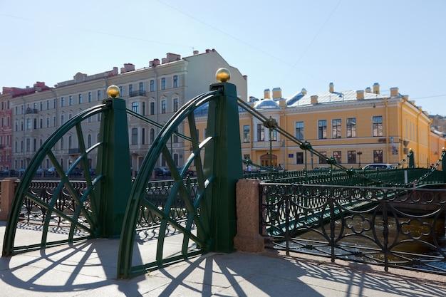 Pochtamtsky-brücke über den moika-fluss in sankt petersburg