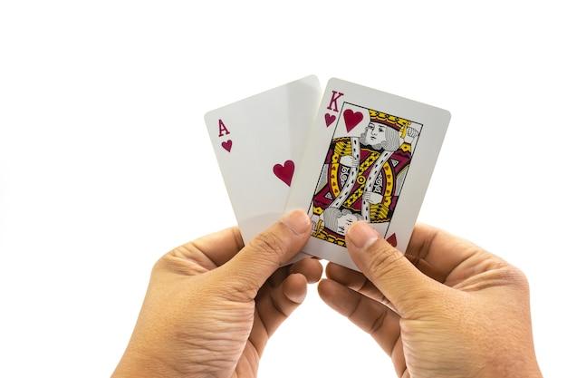 Poker herz könig und ass in der hand des menschen isoliert