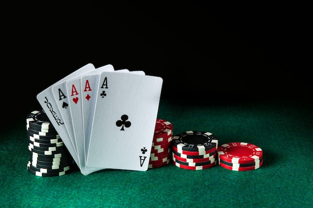 Pokerkarten mit fünf gleiche die höchste kombination