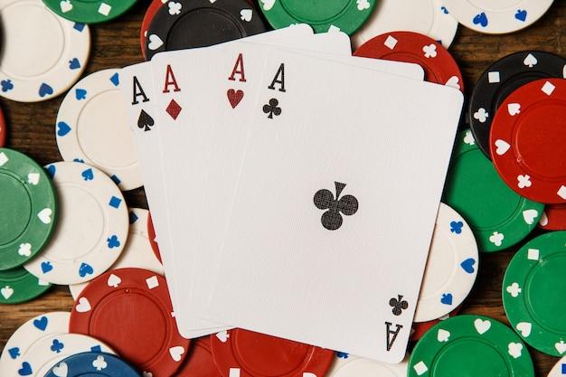 Pokerkarten und chips