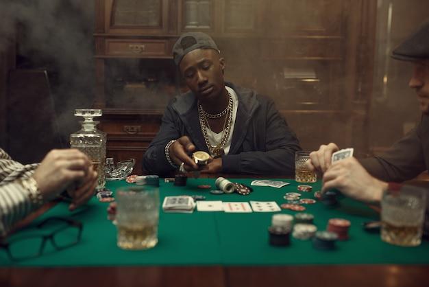 Pokerspieler macht die wette, casino. sucht