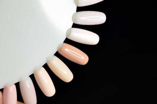 Polnische farben für die maniküre. design für nägel. große auswahl an farben gel-lack.