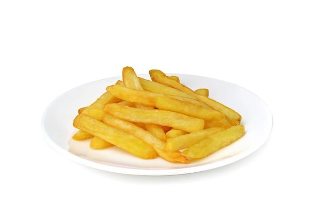 Pommes frites in der weißen platte isoliert