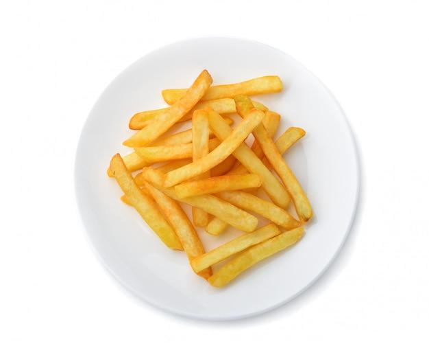 Pommes frites in der weißen platte lokalisiert auf weißem hintergrund