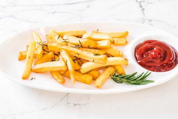 Pommes frites mit soße