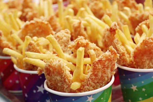 Pommes frites und brathähnchen