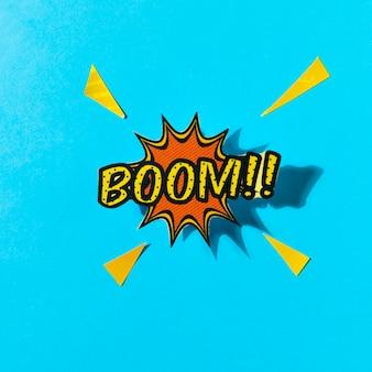 Pop-art-comics-boom! sprechblase vor blauem hintergrund