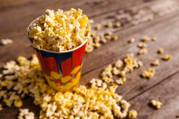 Popcorn auf holz