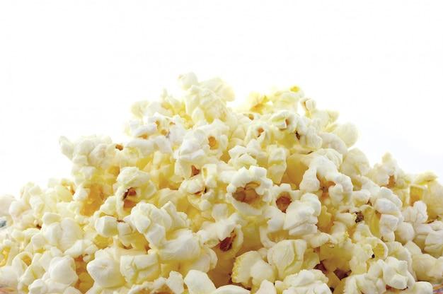 Popcorn auf weißer wand