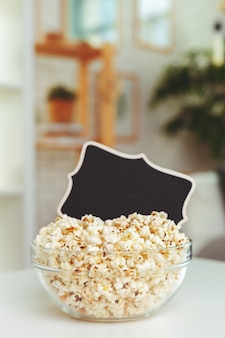 Popcorn in glasschale