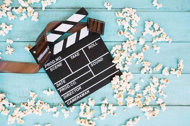 Popcorn um filmklappe und film