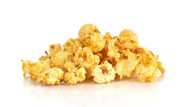 Popcorns isoliert auf weiß
