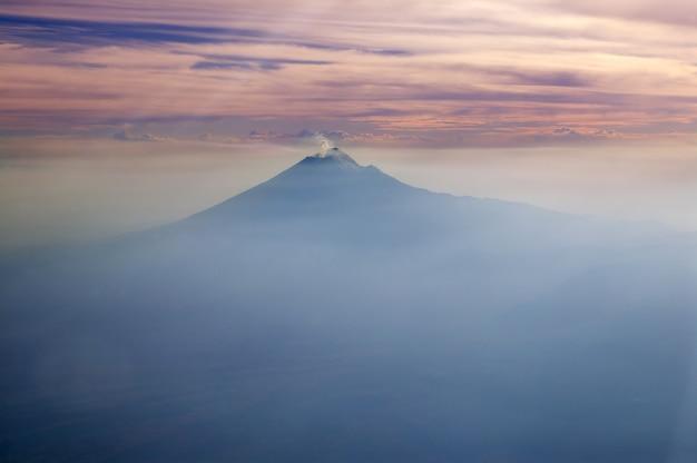 Popocatepetl-vulkan mexiko df-stadtvogelperspektive