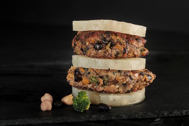 Portabello-kichererbsenburger der schwarzen bohne des veggie strengen vegetariers