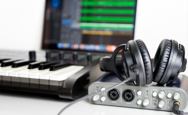 Portable computer music studio eingerichtet