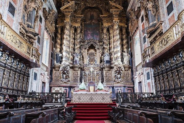 Porto, portugal - 01. juli: der innenraum der kathedrale von porto am 1. juli 2014 in porto, portugal