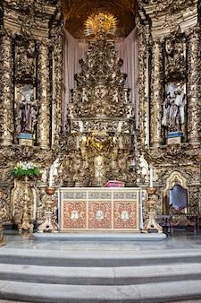 Porto, portugal - 01. juli: innenraum der carmo-kirche am 1. juli 2014 in porto, portugal