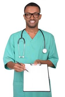Porträt afrikanischen männlichen doktors lokalisiert auf weiß