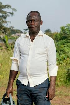 Porträt afrikanischer älterer mann