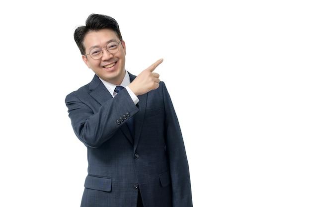 Porträt ausdrucksstarker mann im anzug