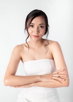 Porträt der attraktiven schönheits-asiatin-in mode aufstellung