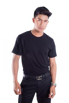 Porträt der jungen asiatischen stellung des gutaussehenden mannes lokalisiert über weißem hintergrund