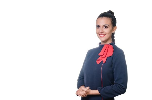 Porträt der jungen charmanten stewardess in uniform. auf weißem hintergrund isoliert.