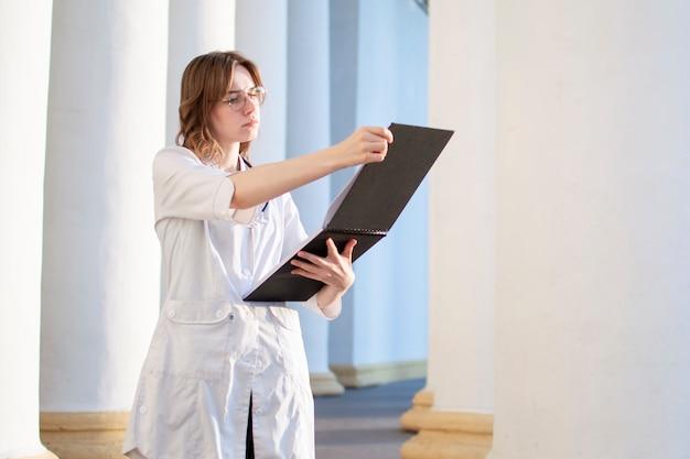 Porträt der jungen krankenschwester