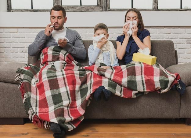 Porträt der kranken familie innen