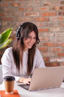 Porträt der kundendienstmitarbeiterin