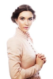 Porträt der schönen jungen braut im rosa kleid