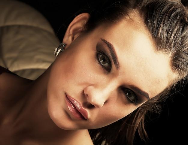 Porträt der schönen jungen sexy frau