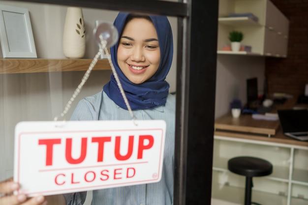 Porträt der schönen muslimischen frau