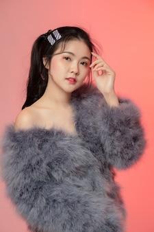 Porträt der schönheitsfrau asien und haben weiße haut
