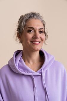 Porträt der smiley-älteren frau