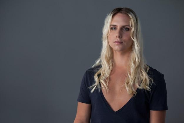 Porträt der transgenderfrau
