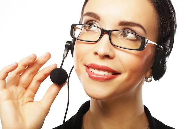 Porträt der weiblichen telefonarbeitskraft der smilg kundenbetreuung
